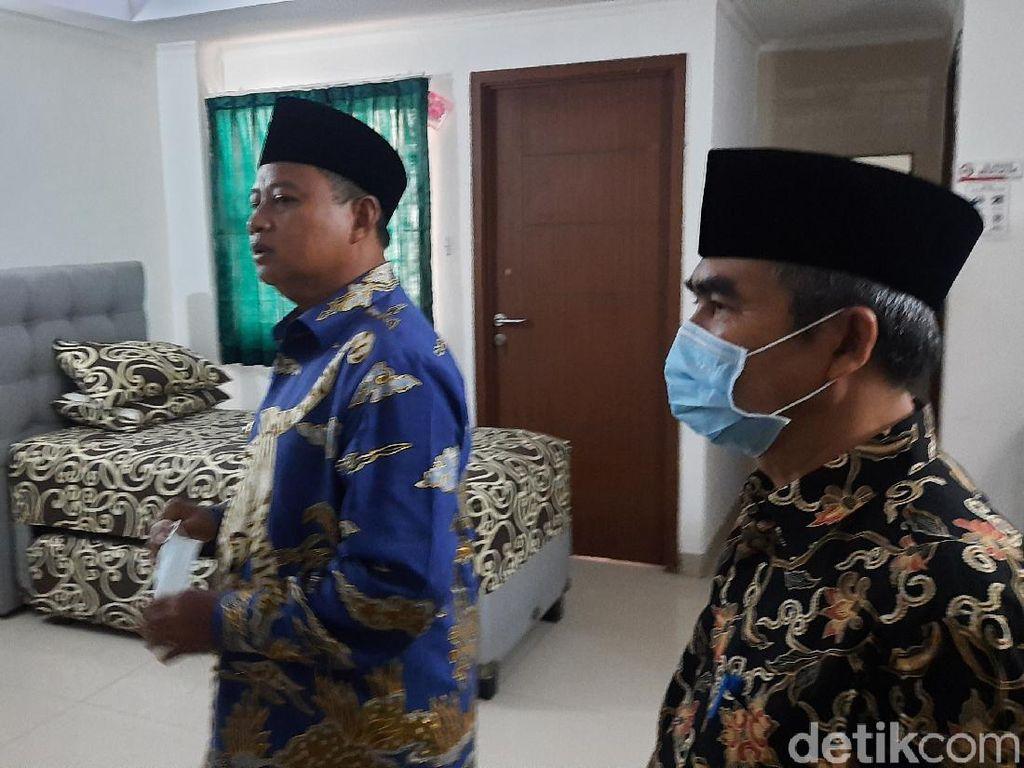 Wagub Jabar Cek Kesiapan Tempat Isolasi Pasien Corona di Asrama Haji Bekasi