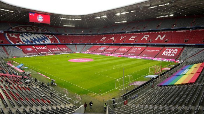 MUNICH, GERMANY - JANUARY 30: A general view inside the stadium prior to the Bundesliga match between FC Bayern Muenchen and TSG Hoffenheim at Allianz Arena on January 30, 2021 in Munich, Germany. Sporting stadiums around Germany remain under strict restrictions due to the Coronavirus Pandemic as Government social distancing laws prohibit fans inside venues resulting in games being played behind closed doors. (Photo by Guenther Schiffmann - Pool/Getty Images)