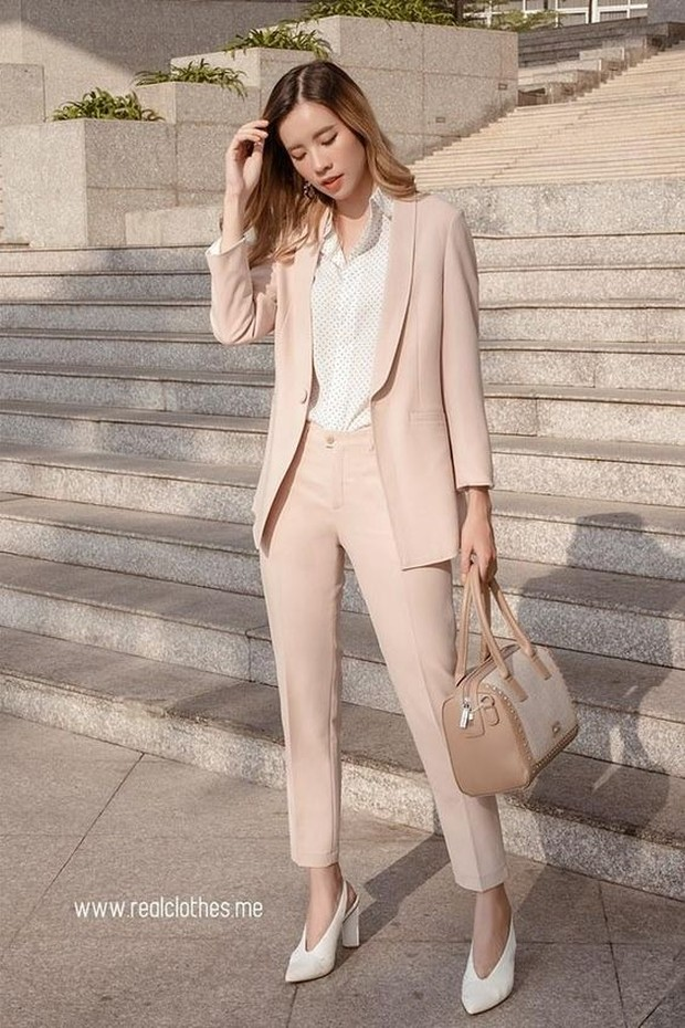 Blazer untuk ide outfit interview kerjaFoto:pinterest/realclothes_vn