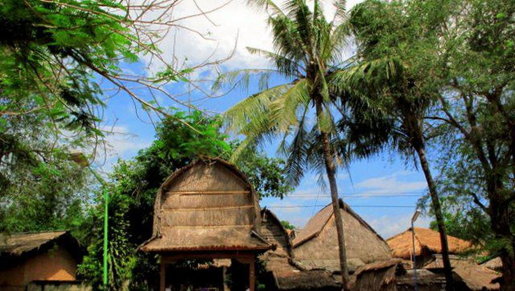 Desa Adat Sade : Eksotisme di  Lombok Tengah