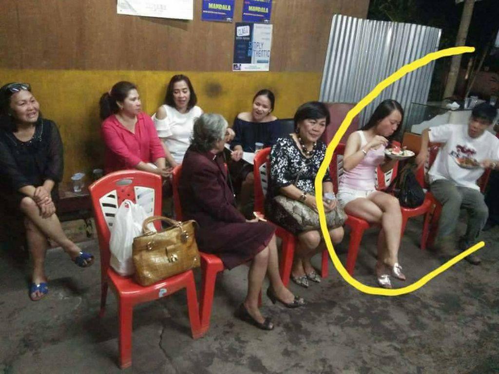 Dikira Restoran, Orang-orang Ini Makan di Rumah Orang hingga Hajatan