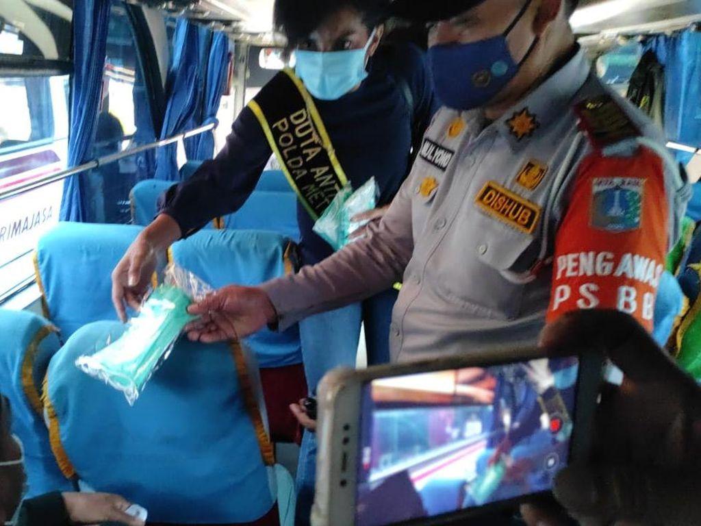 Gandeng Duta Narkoba, Polda Metro Bagikan 30.000 Masker di Terbus Kp Rambutan