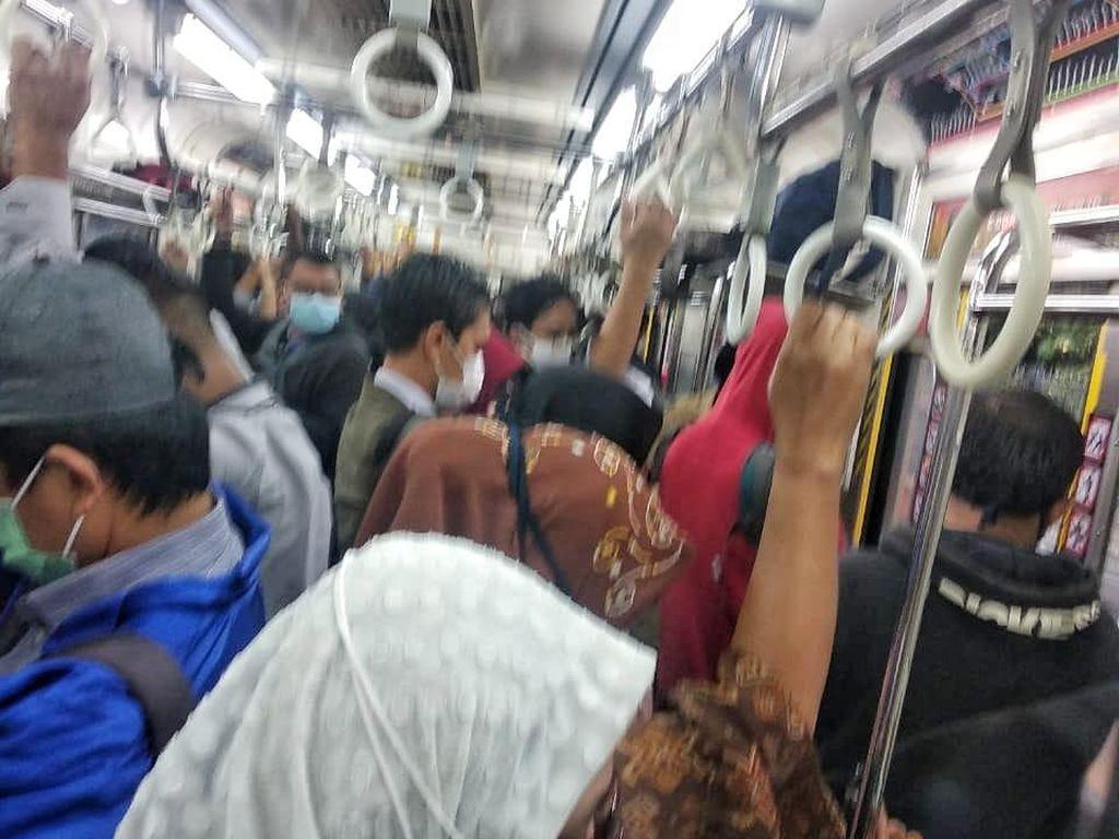 Viral Foto Penumpang Berdesakan di Gerbong KRL, Ini Penjelasan KCI