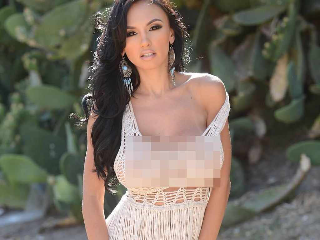 Foto: Model Playboy Suka Pamer Keseksian, Netizen Pertanyakan ke Mana Branya
