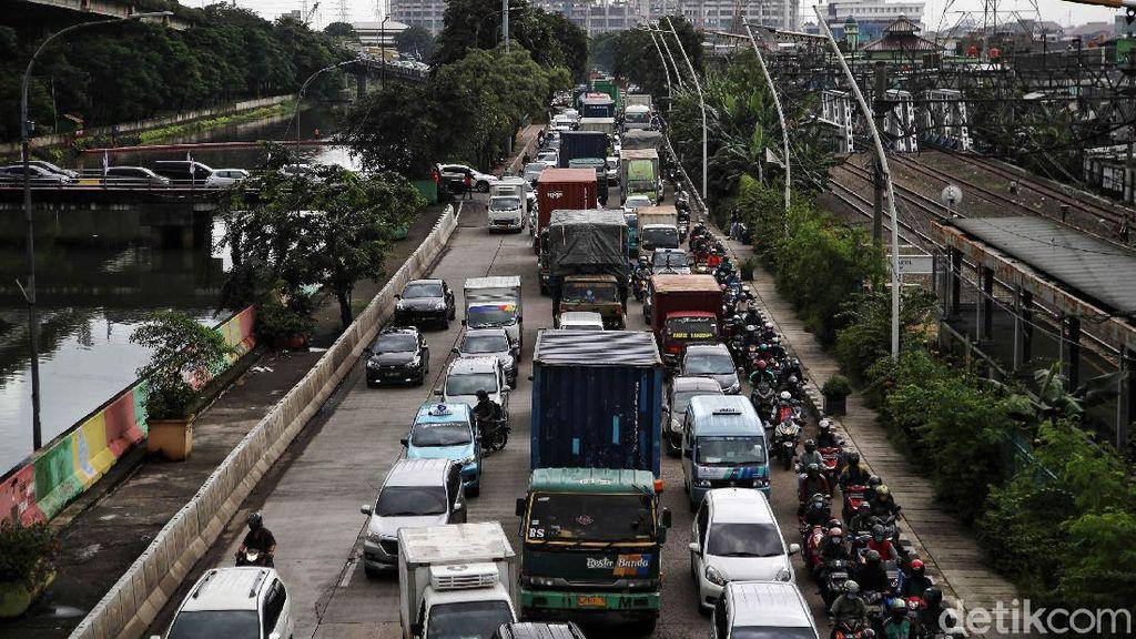 Jalan RE Martadinata Jakut Macet Total