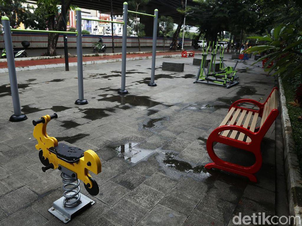 Jalur Pedestrian di Bekasi Ini Disulap Jadi Tempat Bermain Anak