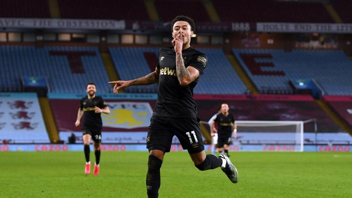 BIRMINGHAM, ENGLAND - FEBRUARY 03: Jesse Lingard of West Ham United celebrates after scoring their sides third goal during the Premier League match between Aston Villa and West Ham United at Villa Park on February 03, 2021 in Birmingham, England. Sporting stadiums around the UK remain under strict restrictions due to the Coronavirus Pandemic as Government social distancing laws prohibit fans inside venues resulting in games being played behind closed doors. (Photo by Shaun Botterill/Getty Images)
