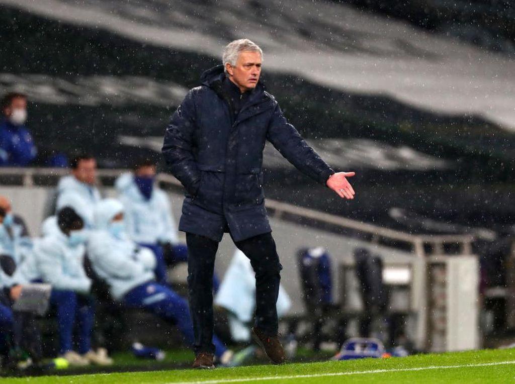 Kalau Ada Fans di Stadion, Mourinho Pasti Sudah Dicaci Maki
