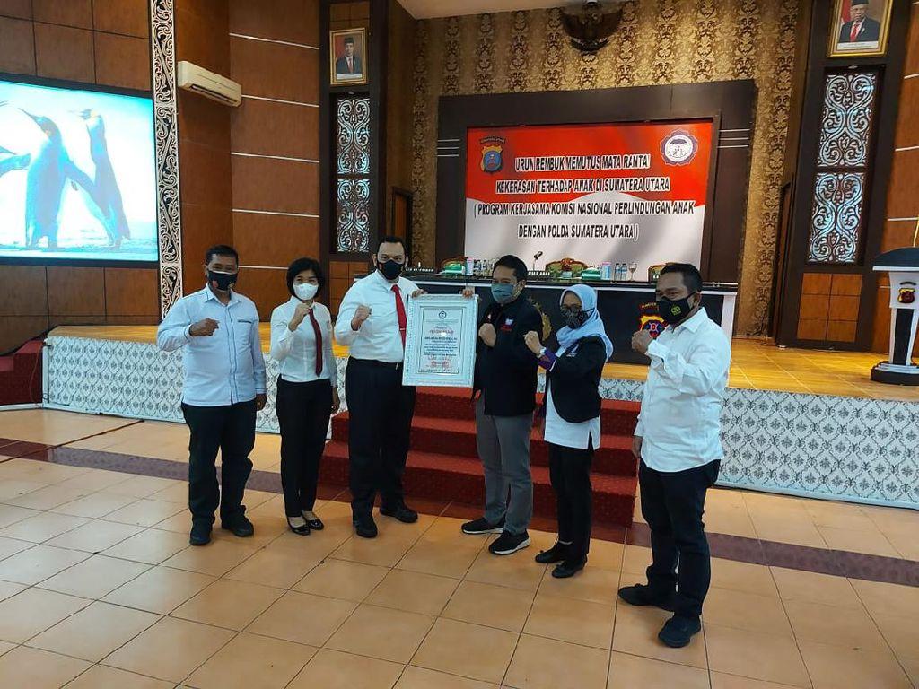 Kapolrestabes Medan Terima Penghargaan dari Komnas PA