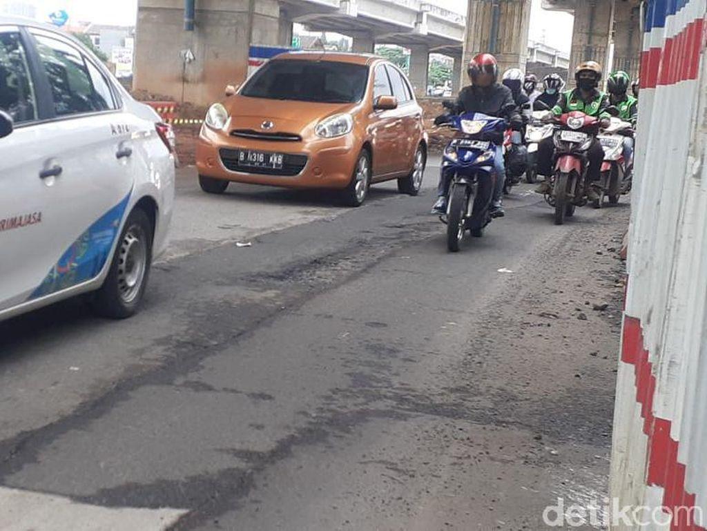 Ini Daftar Kerusakan Sekitar Jl KH Noer Ali Kalimalang Dekat Tol Becakayu