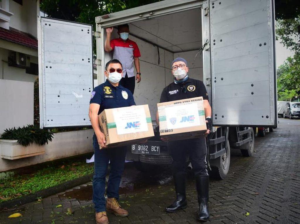 Pecinta Moge Terbangkan Satu Mobil Boks Bantuan ke Korban Gempa Sulbar