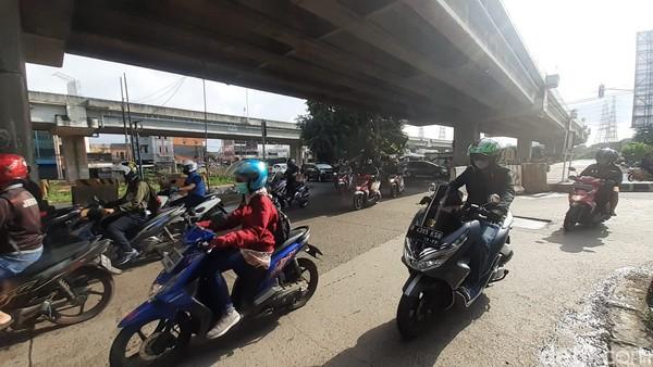 Pertigaan Jl KH Noer Ali-Jl Caman Raya, Bekasi, semula rusak kini sudah selesai diperbaiki, 5 Februari 2021. (Afzal NI/detikcom)