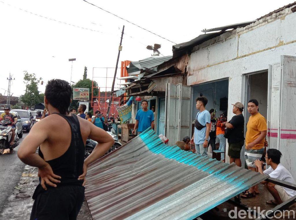 Puting Beliung Terjang Pasar Sraten Banyuwangi, Rumah dan Toko Warga Rusak