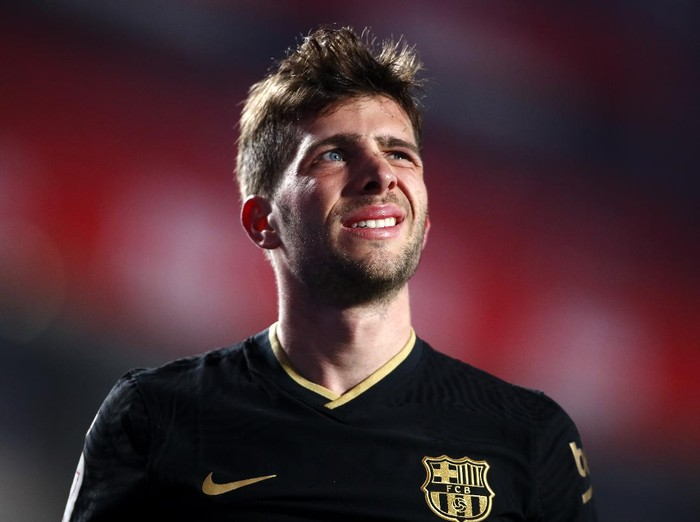 GRANADA, SPAIN - FEBRUARY 03: Sergi Roberto of FC Barcelona reacts during the Copa del Rey match between Granada and Barcelona at Estadio Nuevo Los Carmenes on February 03, 2021 in Granada, Spain. Sporting stadiums around Spain remain under strict restrictions due to the Coronavirus Pandemic as Government social distancing laws prohibit fans inside venues resulting in games being played behind closed doors. (Photo by Fran Santiago/Getty Images)