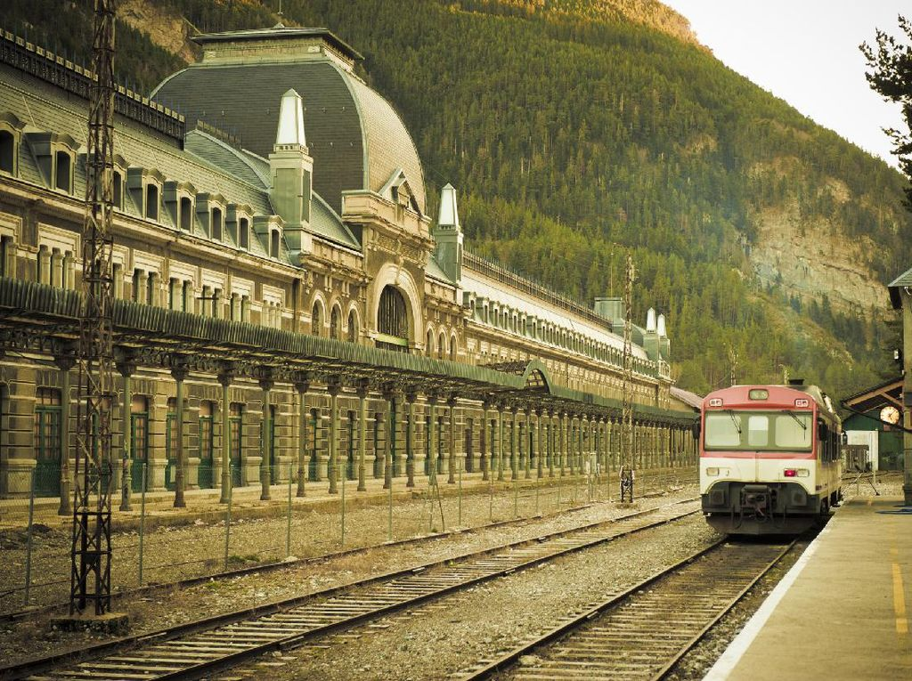 Mengenal Stasiun Kereta yang Digunakan Kaum Yahudi Kabur dari Nazi
