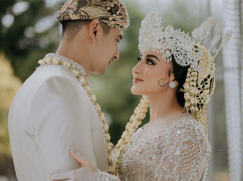Ali Syakieb dan Margin Wieheerm: Dari Ngefans Jadi Suami-Istri