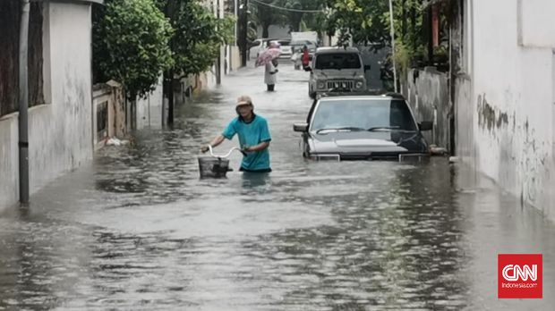 Banjir menggenangi sejumlah titik di Kota Semarang, Jawa Tengah (CNN Indonesia/Damar)