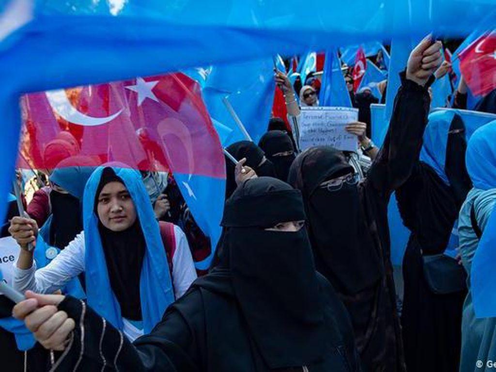 Pelarian Uighur di Turki Khawatir Dibarter Vaksin China