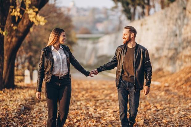 Kalian harus bersedia memberikan hal apapun untuk hubungan satu sama lain.