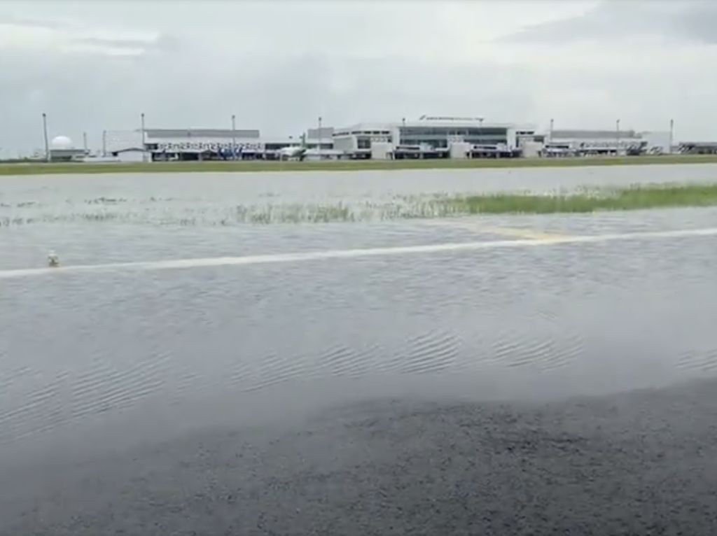 Ini Genangan di Runway yang Bikin Bandara Semarang Ditutup