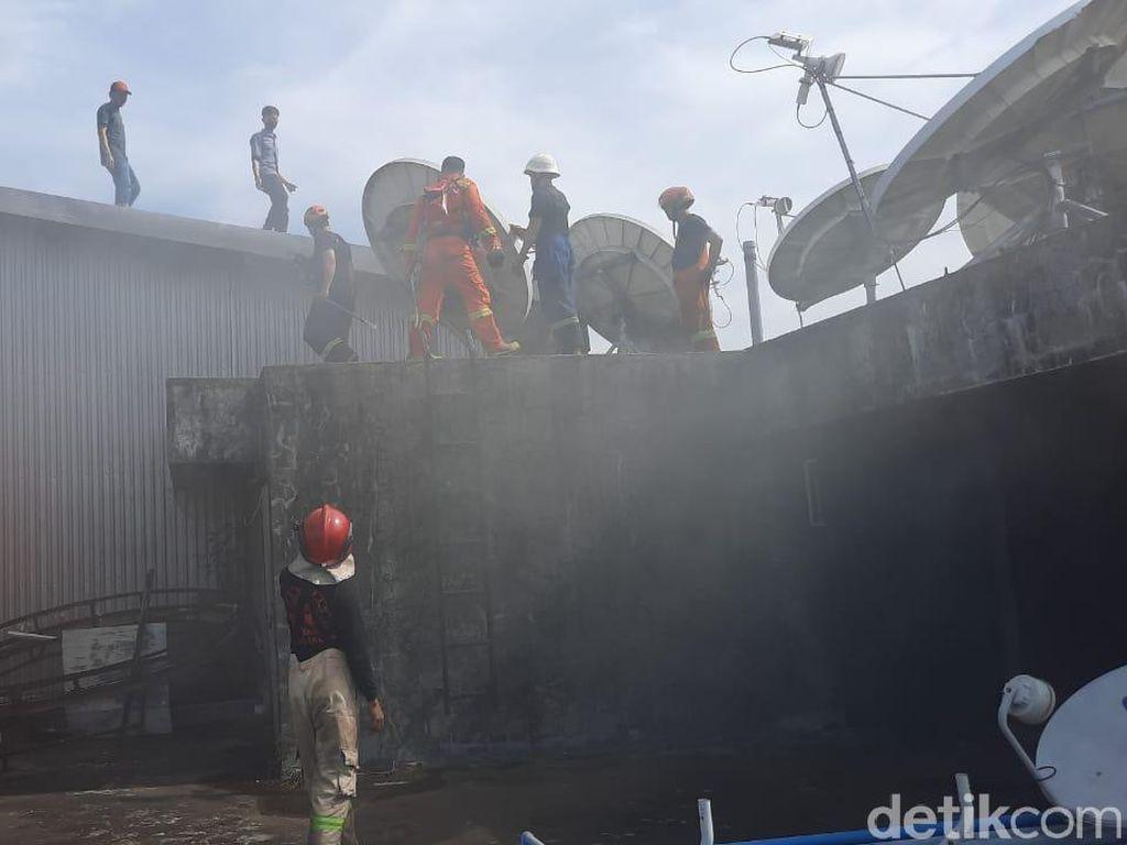 Kebakaran Mal Panakkukang Makassar Padam, Petugas Damkar Lakukan Pendinginan