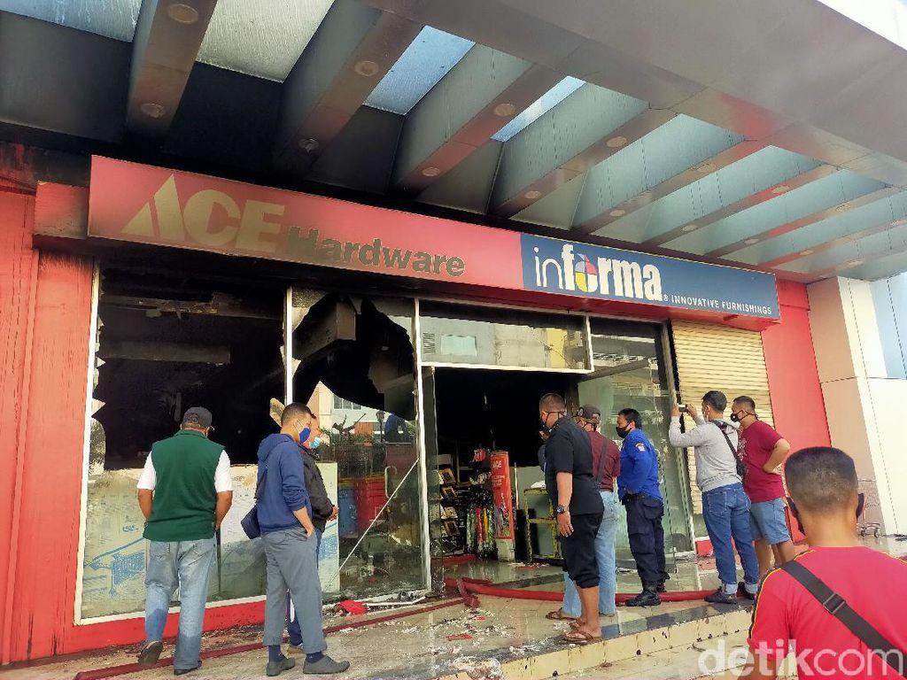 11 Jam Api di Mal Panakkukang Makassar Belum Padam, Ini Kendala Damkar