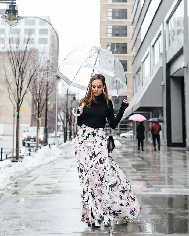 Pattern Skirt cocok untuk Outfit di Musim Hujan (instagram.com/sydnesummer)