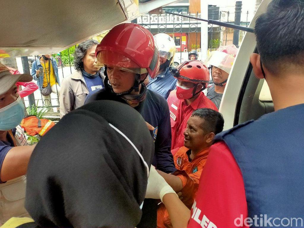 2 Petugas Damkar Terluka Saat Padamkan Api di Mal Panakkukang Makassar