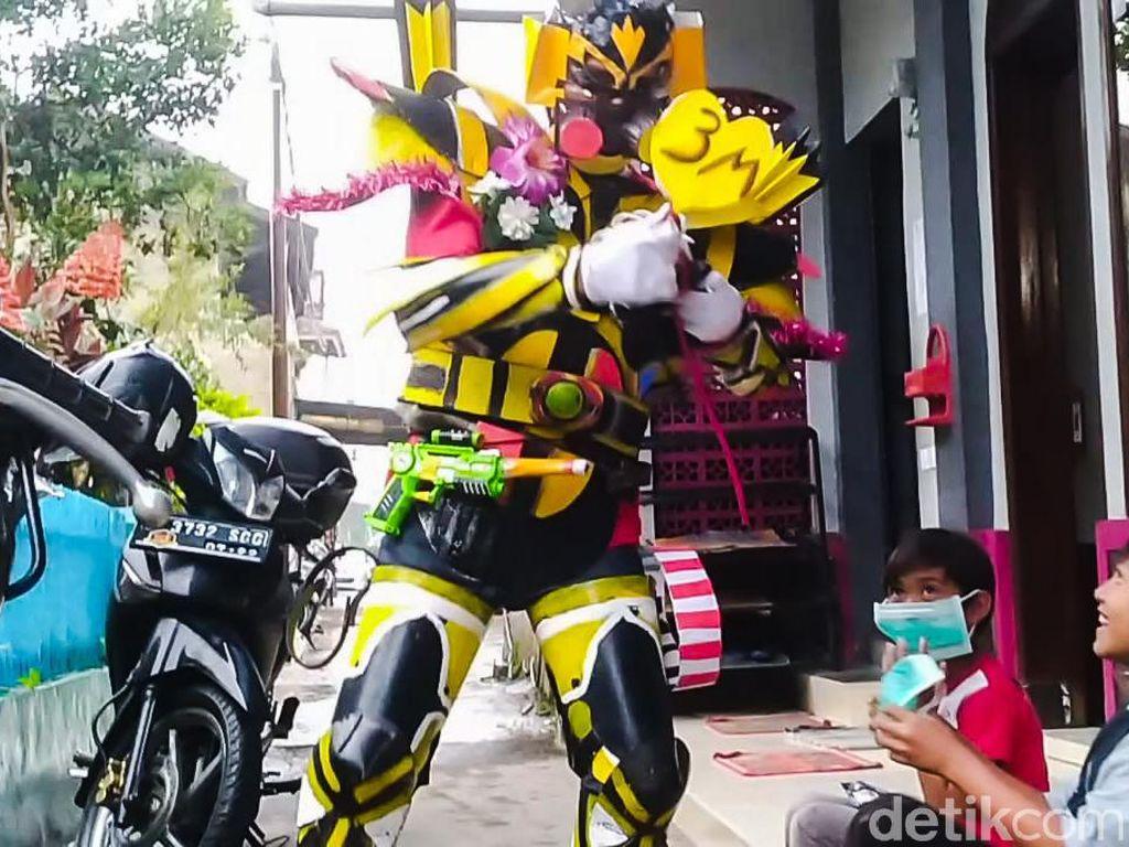 Robot Transformer Ikut Sosialisasikan Prokes COVID-19 di Lembang