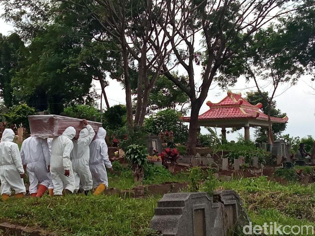 153 Makam Dibongkar-Dipindahkan dari TPU Khusus Corona di Bandung