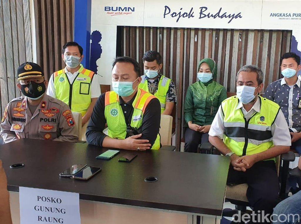 Bandara Banyuwangi Buka Dua Posko soal Gunung Raung Erupsi