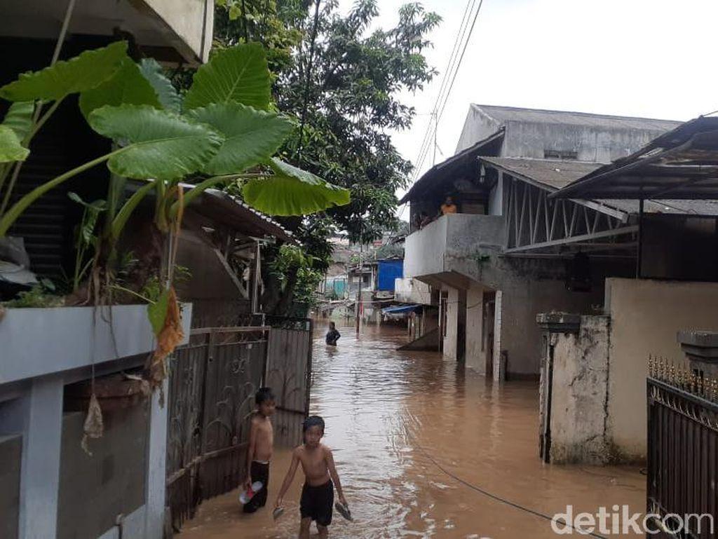Banjir 1,5 Meter di Pejaten Timur Jaksel, 4 RW Terendam