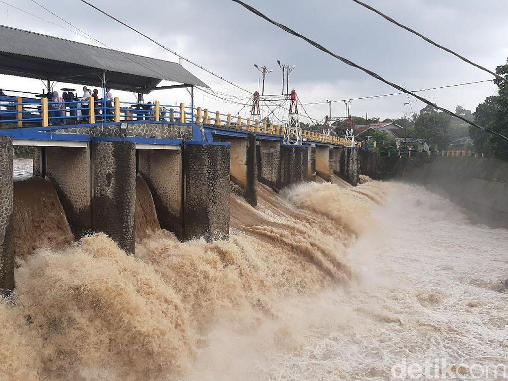 Bendung Katulampa Siaga 3, Warga Bantaran Sungai Diminta Waspada