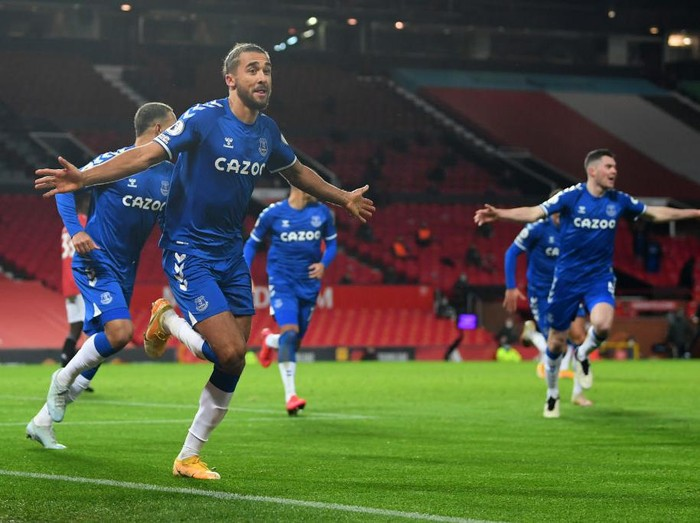 MANCHESTER, ENGLAND - FEBRUARY 06: Dominic Calvert-Lewin of Everton celebrates after scoring their teams third goal during the Premier League match between Manchester United and Everton at Old Trafford on February 06, 2021 in Manchester, England. Sporting stadiums around the UK remain under strict restrictions due to the Coronavirus Pandemic as Government social distancing laws prohibit fans inside venues resulting in games being played behind closed doors. (Photo by Michael Regan/Getty Images)