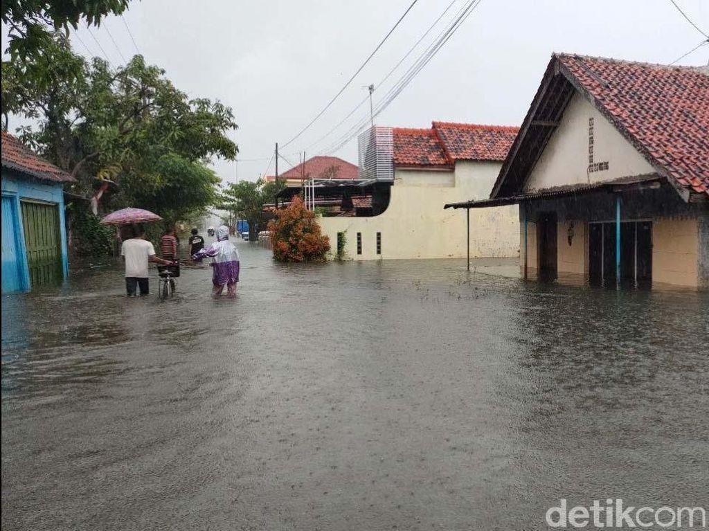 Banjir di Pekalongan Makin Tinggi, Nyaris 1.000 Orang Ngungsi