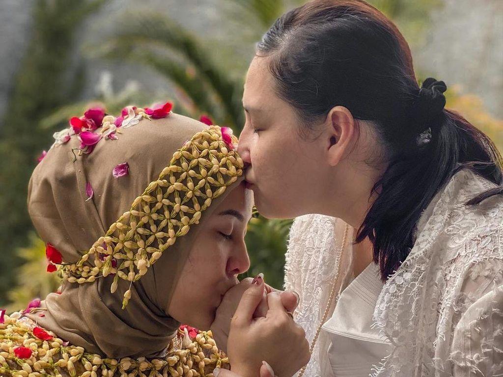 Kesha Dapat Hadiah Honeymoon ke Bali dari Mona Ratuliu
