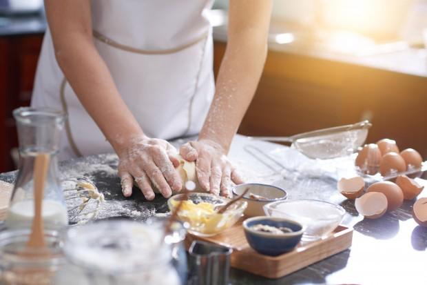 Membuat Kue/Foto: Freepik.com