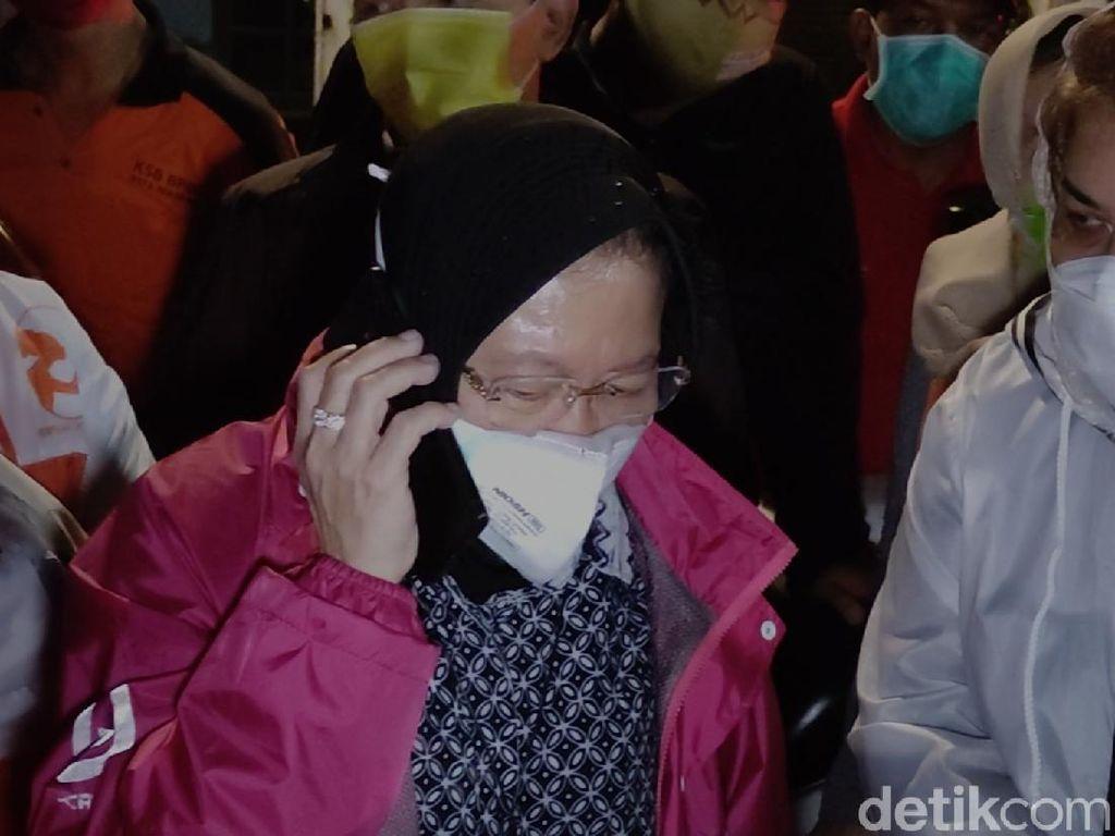 Cek Pengungsi Banjir Semarang, Risma Telepon BBWS Soal Pompa Air