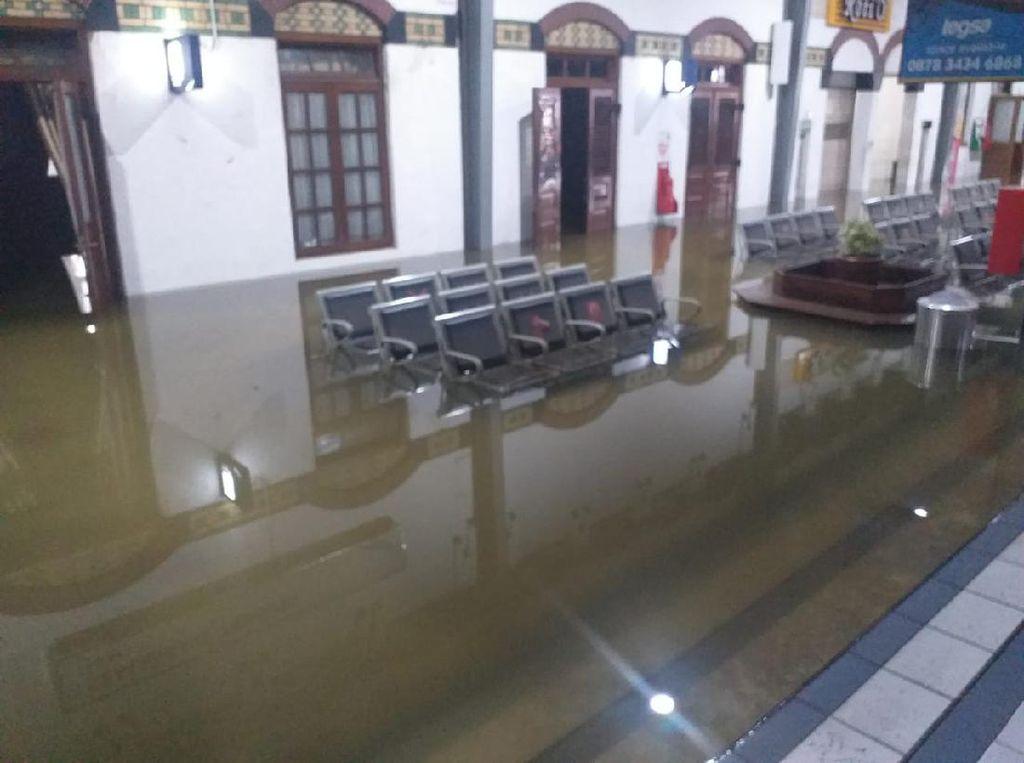 Stasiun Tawang Semarang Kebanjiran, Ini 2 Rute KA yang Dialihkan