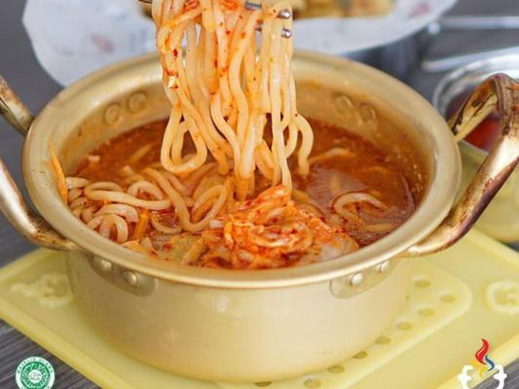 Slurpp! 5 Ramyeon Enak Bisa Dicicipi di 5 Kafe Korea Ini