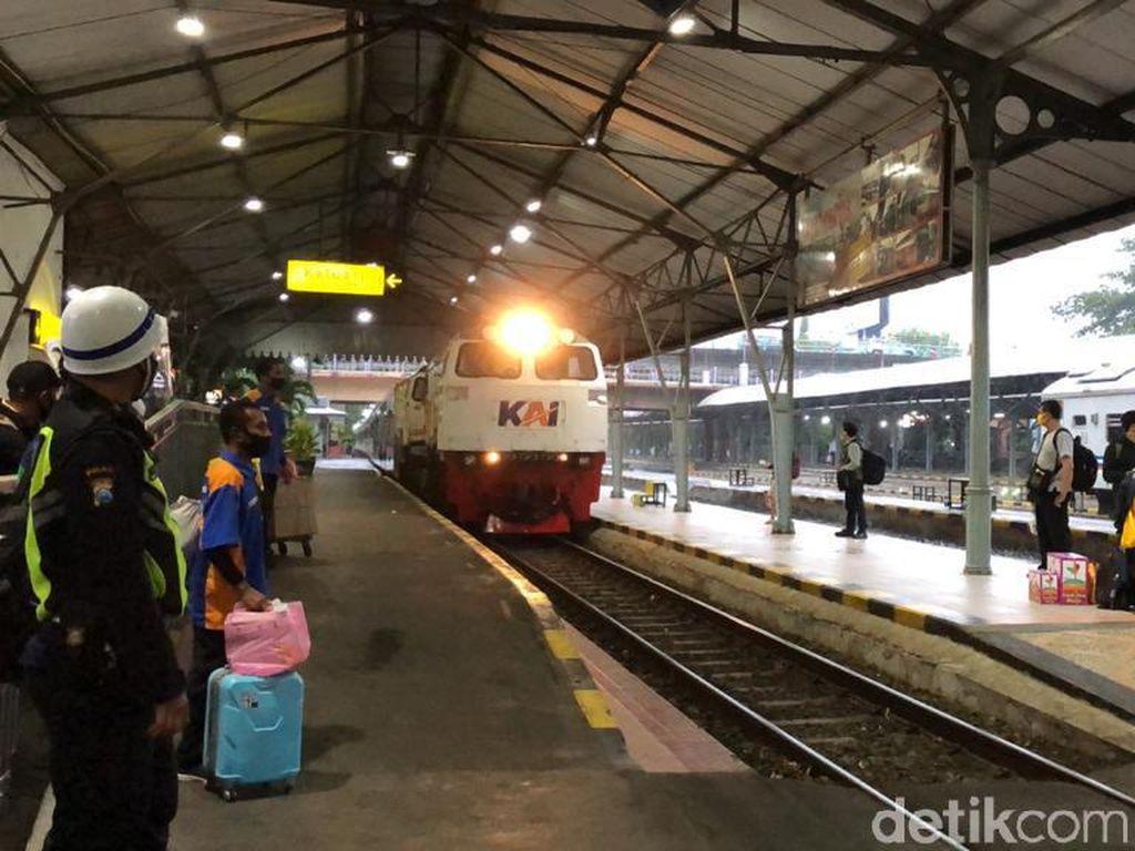 Kereta Api dari Surabaya Tujuan Jakarta Sudah Beroperasi Normal Lagi