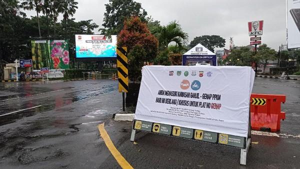 Tak ada penjaaan di check point ganjil genap akhir pekan di Tugu Kujang, Kota Bogor