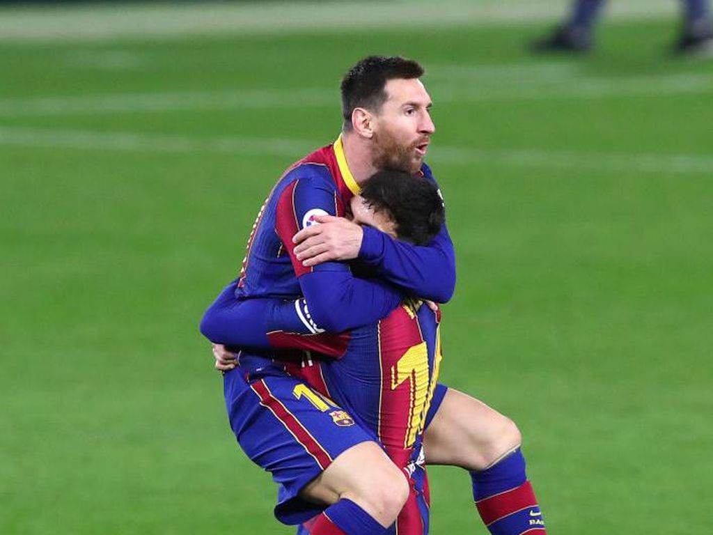 Top Skor Liga Spanyol: Lionel Messi Dekati Luis Suarez