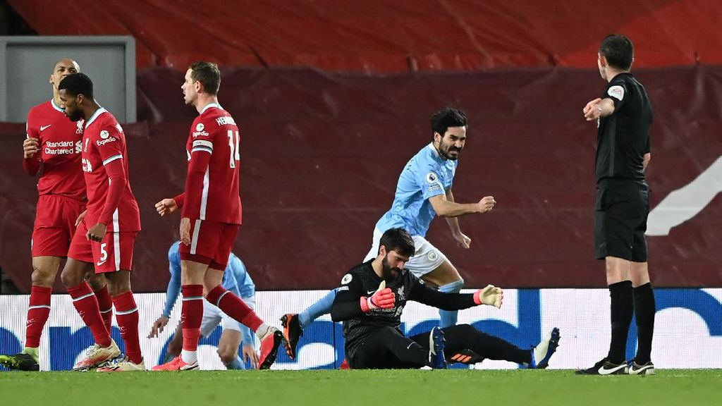 Meme Kocak Alisson Blunder dan Bikin Liverpool Dihajar City