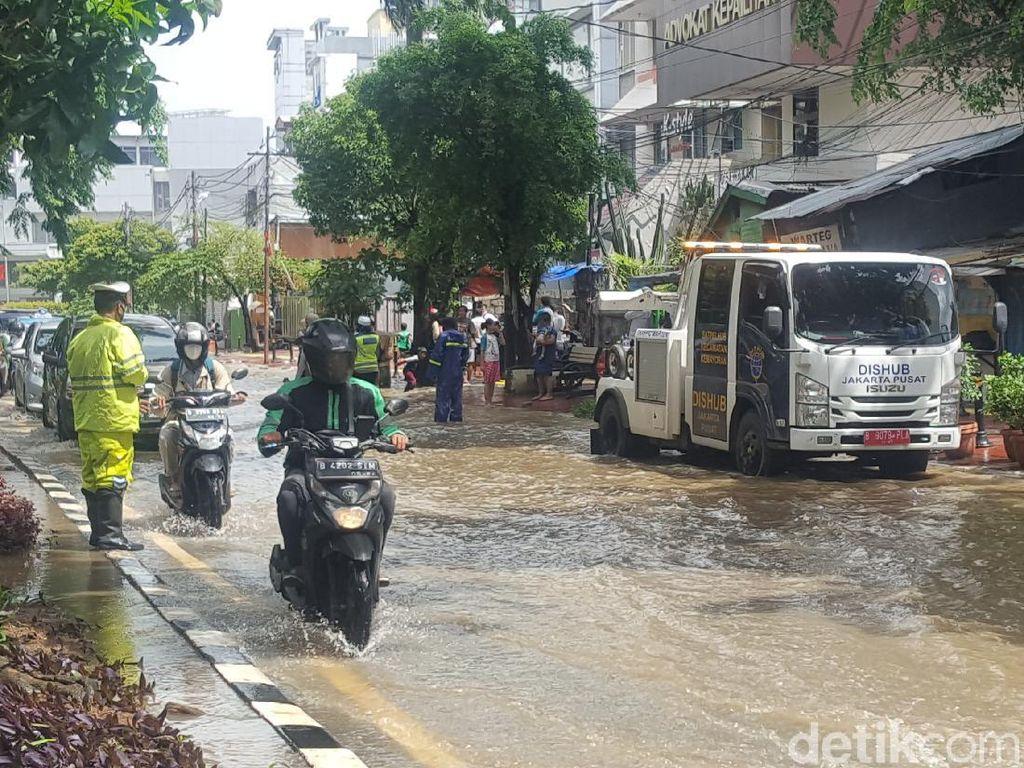 Jalan Bungur Besar Depan Pengadilan Tipikor Jakarta Tergenang Air