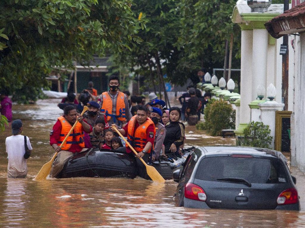 Pembangunan Industri Daerah Hulu Dituding Penyebab Banjir di Karawang Makin Parah