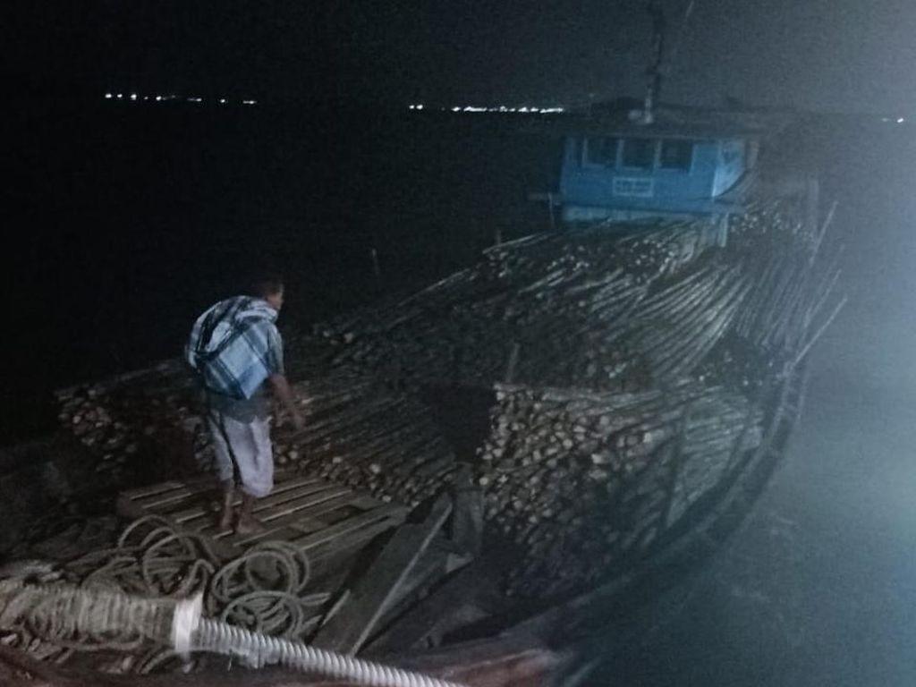 Bea Cukai Riau Gagalkan Penyelundupan Ribuan Kayu ke Malaysia