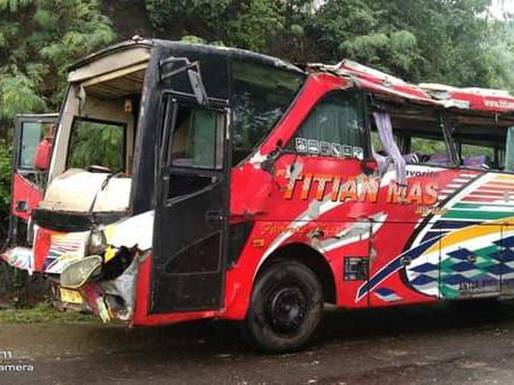 Bus Malam Terguling di Dompu, 1 Penumpang Tewas