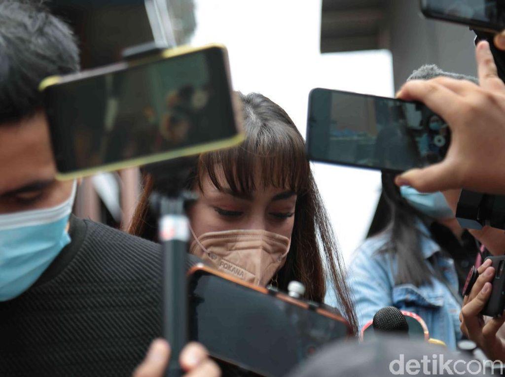 Mata Celine Evangelista Berkaca-kaca Lihat Stefan Beri Kejutan ke Natasha Wilona