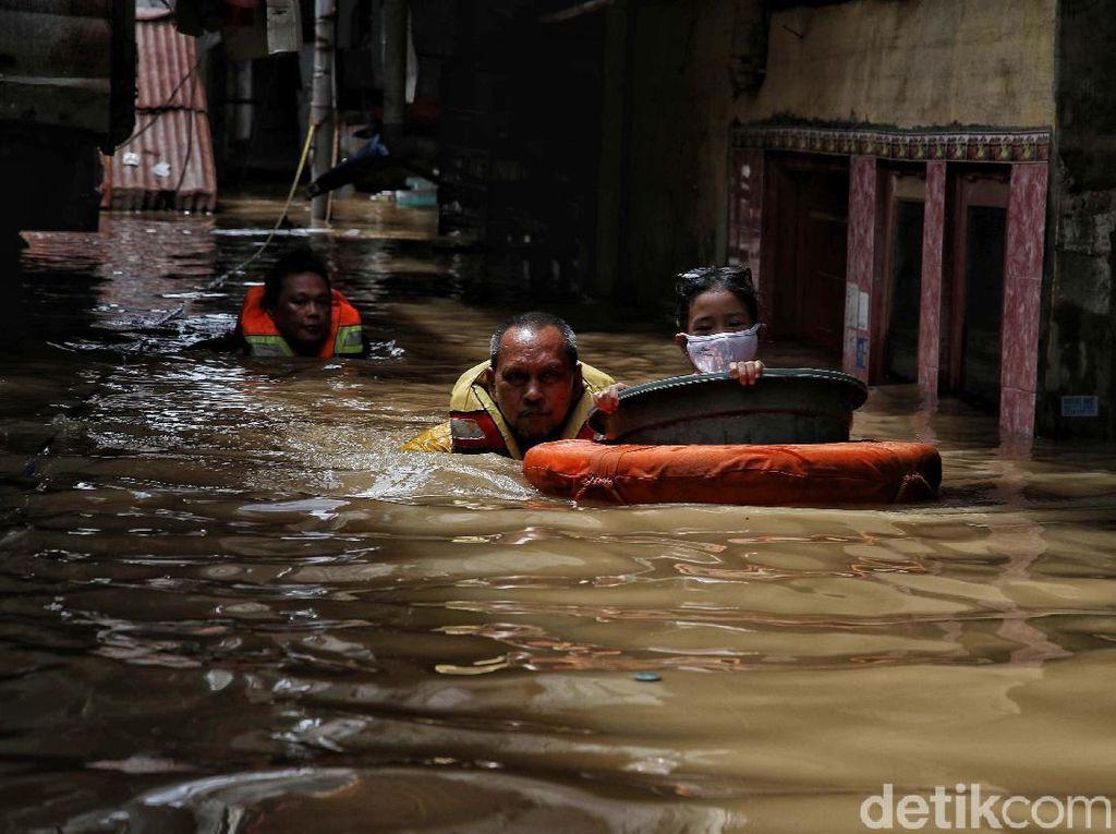 Suara Warga Jakarta di Bantaran Ciliwung yang Kembali Kebanjiran